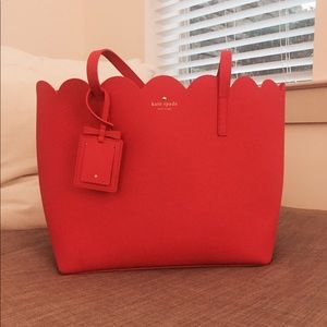 • (NWT) KATE SPADE SCALLOPED TOTE BAG •
